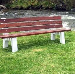 Expat's proposal for 'Memorial Benches' along Cuenca rivers is rejected. He asks the city to reconsider.