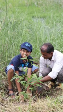 Participant planting sapling of Bambusa bambos (Bans).