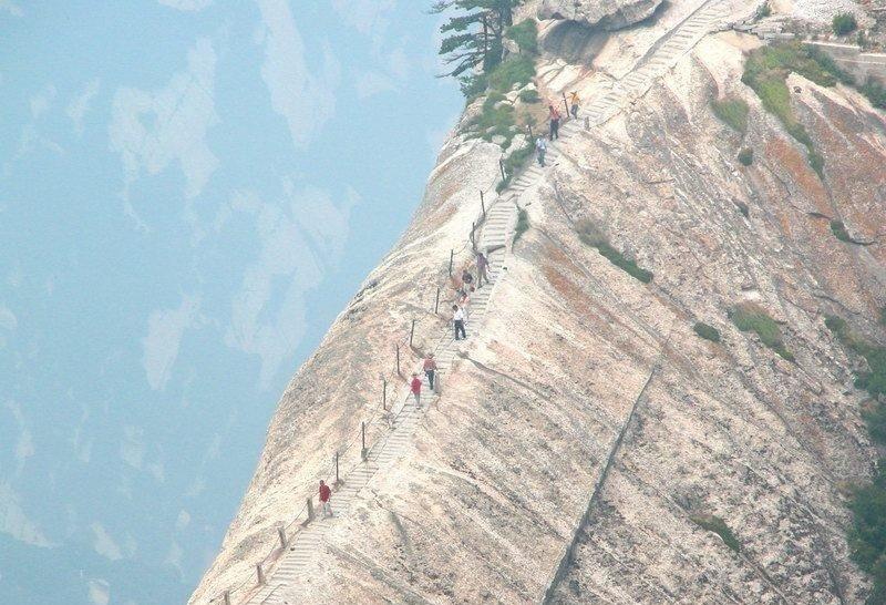 La ruta turística más peligrosa del mundo 8