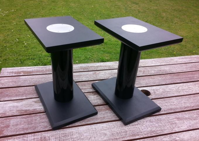 Quite some time ago I bought a pair of Bowers & Wilkins 685s, and recently I decided to build some small speaker stands to put them on.