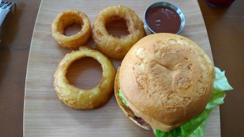 Big Earth Cafe | The Burger Crawl – Ep. 56