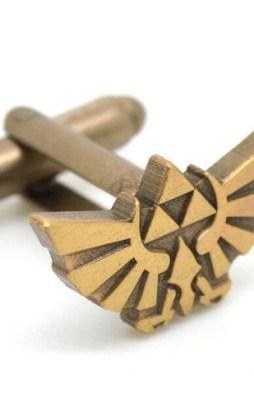 Cufflinks the legend of zelda in Bronze color.