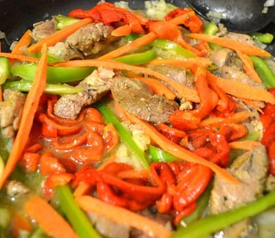 rață thai cu legume pe foc
