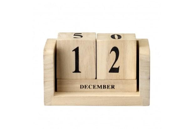 calendar din cuburi de lemn ca sa ii schimbi tu data