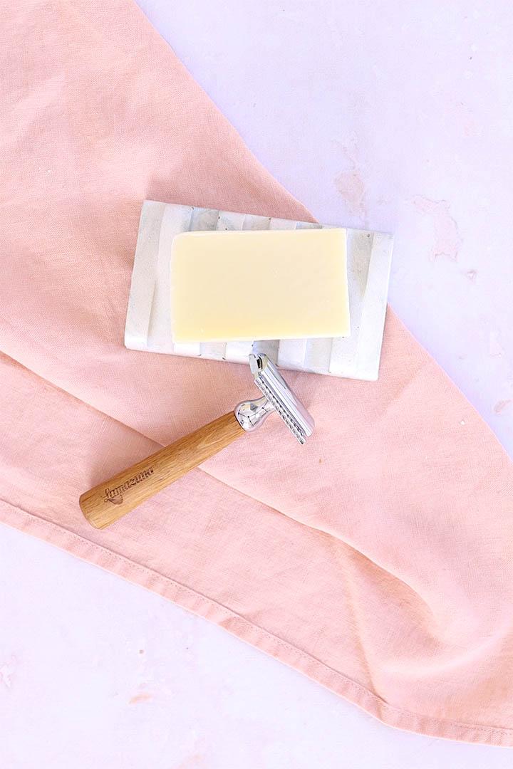 Cosmétiques solides pour le visage : Photo du savon à barbe de chez Bélice