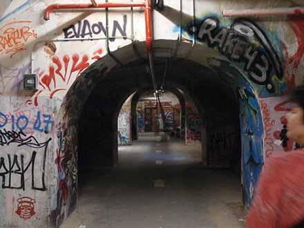 Marina, nos muestra los Graffitis expectaculares de Tabacalera Madrid. ¡Hace frío hasta en verano!