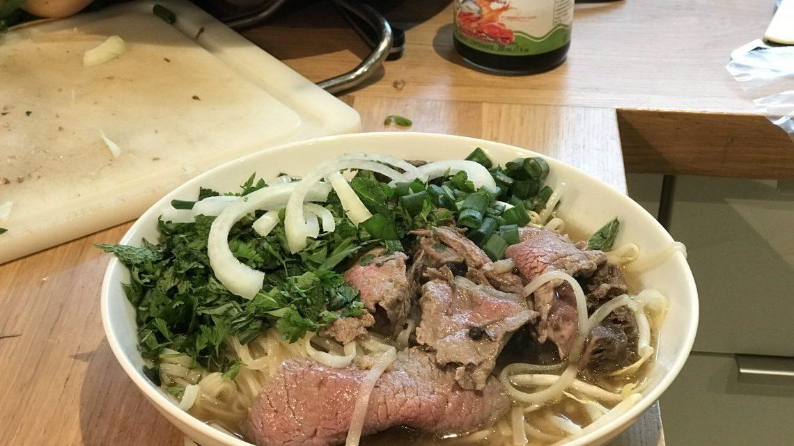 Pho vietnamien et son bouillon