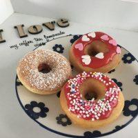 Selbstgemachte, fluffige Mini-Donuts
