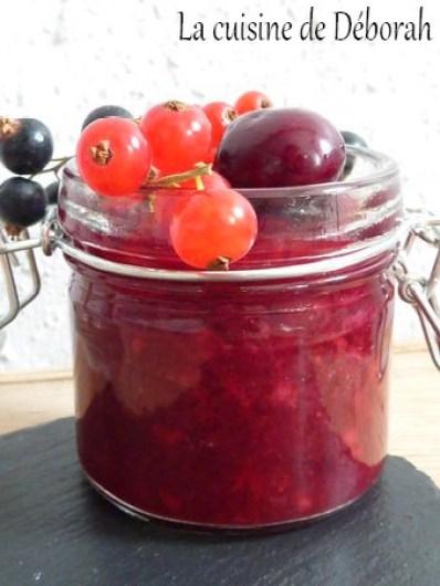 Soupe glacée aux fruits rouges et macaron à la fraise    Cuisine de Deborah