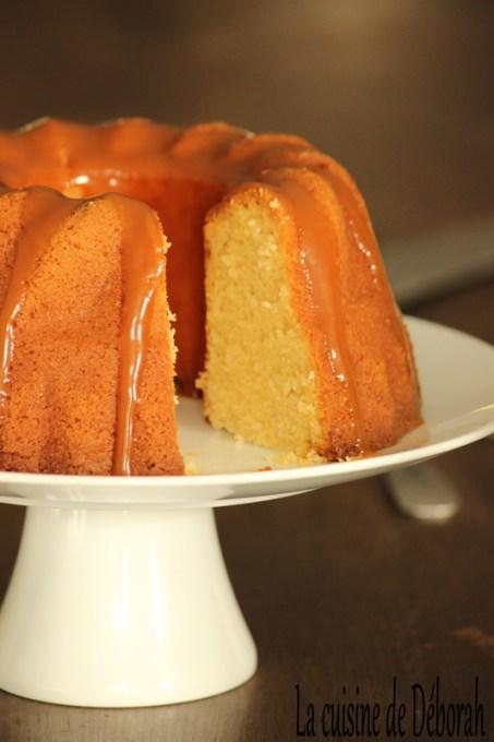 Bundt cake à la vanille, sauce caramel au beurre salé Cuisine de Deborah