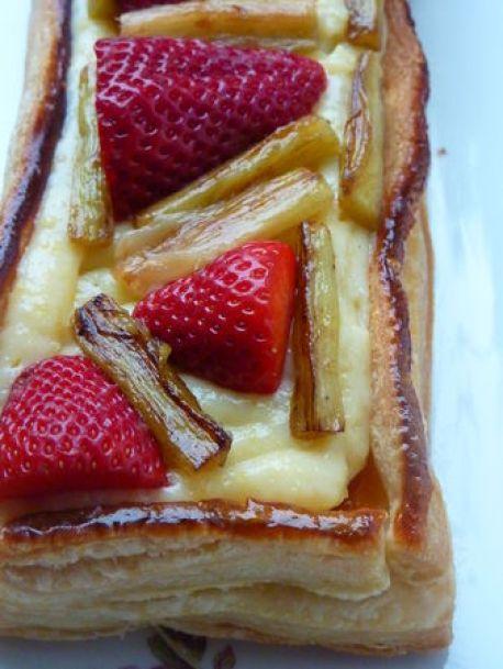 Tarte rhubarbe poêlée et fraises - cuisine de Deborah