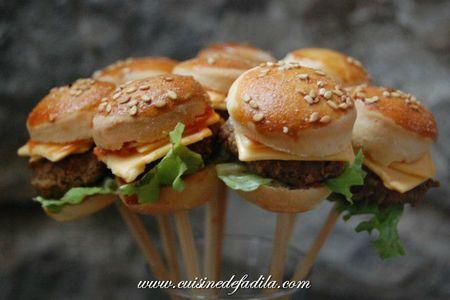 Sucettes salées de mini burger ( mini burger pops)