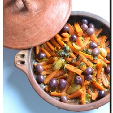 Tajine de poulet aux carottes et aux olives ( recette en vidéo )
