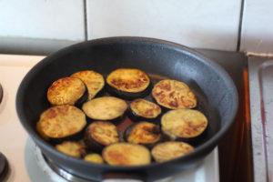 faire-frire-les-aubergines-dans-une-poele