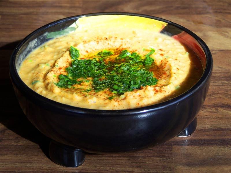Plat de houmous . cuisine grecque