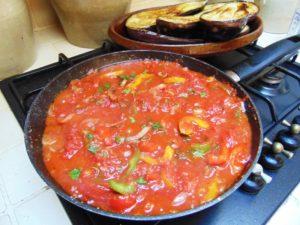 recette aubergine imam bayildi cuisson poivrons oignon et sauce tomate
