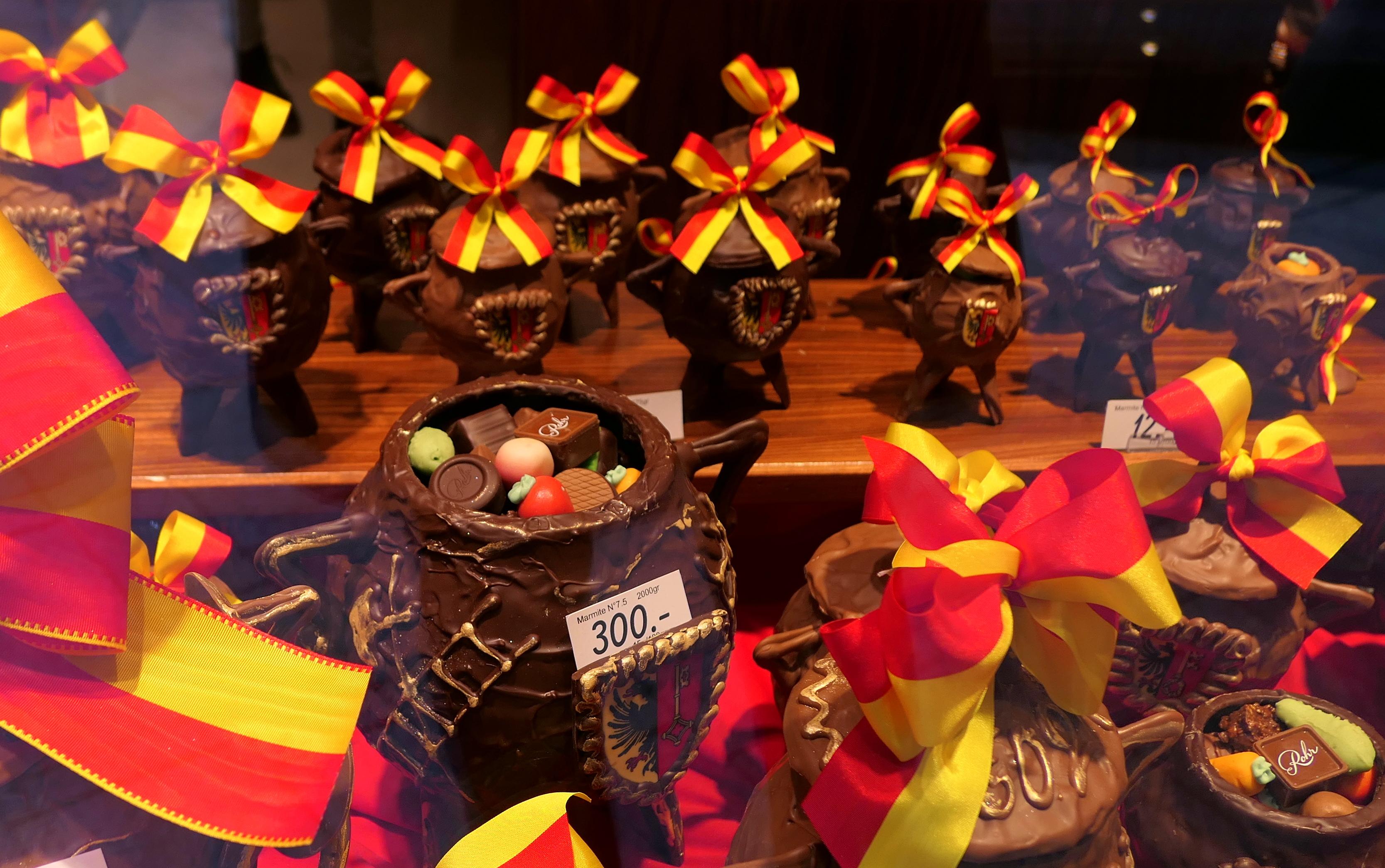 Smashing a Chocolate Cauldron for Geneva's Fête de l'Escalade – CUISINE HELVETICA