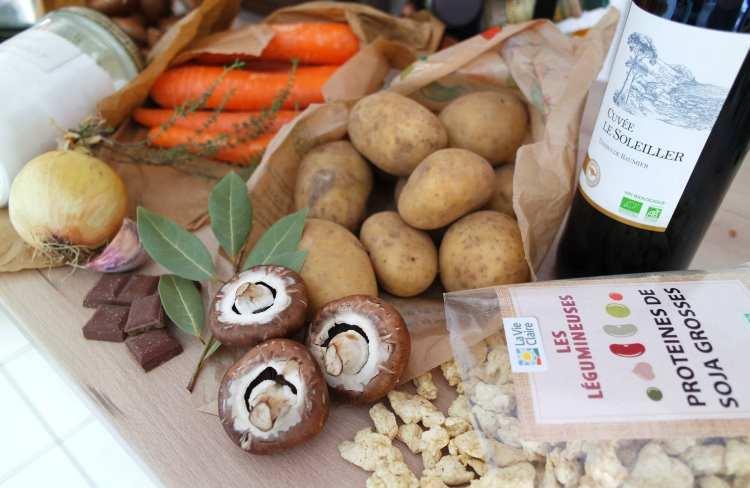 champignons, pommes de terre, carottes, protéines de soja et vin rouge