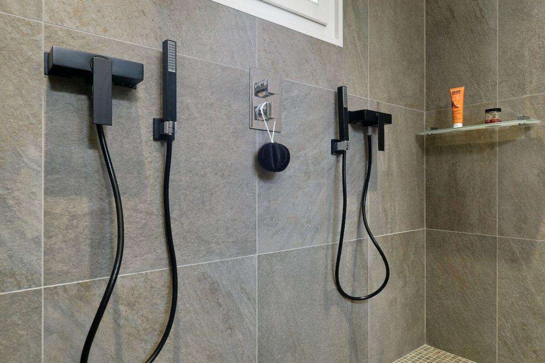 douche pour deux cuisines et bains. Black Bedroom Furniture Sets. Home Design Ideas