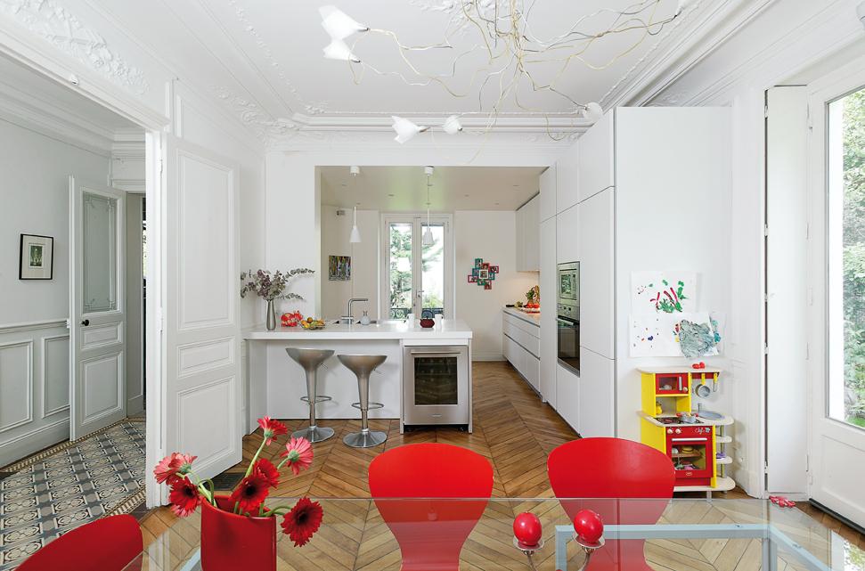 Cuisine Ouverte Sur Le Salon Blanche Et Rouge