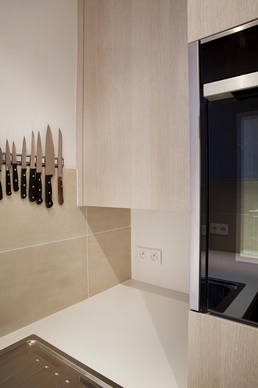 petite cuisine lumineuse rangement couteau
