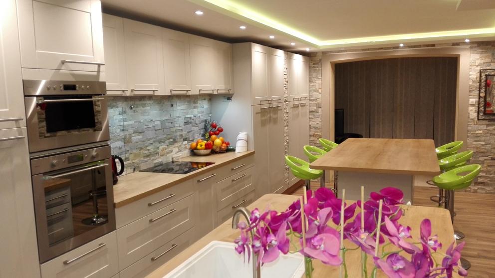 Harmonie r ussie en cuisine cuisines et bains - Plan cuisine en longueur ...