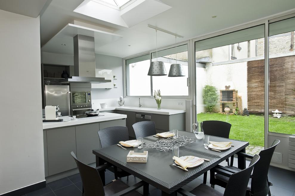 cuisine entre salon et jardin cuisines et bains