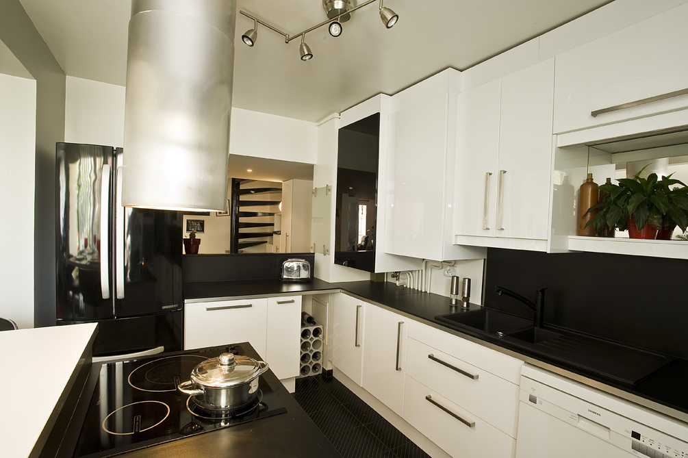 cuisine m tamorphos e cuisines et bains. Black Bedroom Furniture Sets. Home Design Ideas