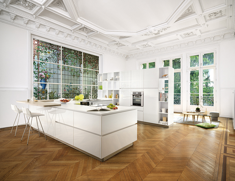 Grande cuisine blanche avec ilot