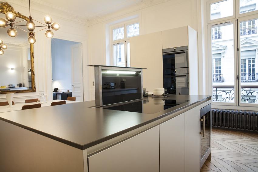 cette cuisine fait l 39 loge de la discr tion cuisines et bains. Black Bedroom Furniture Sets. Home Design Ideas