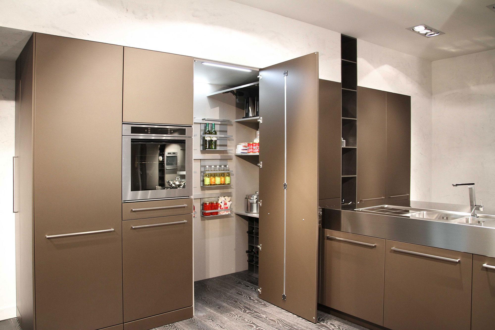 snaidero tout est dans l 39 armoire cuisines et bains. Black Bedroom Furniture Sets. Home Design Ideas