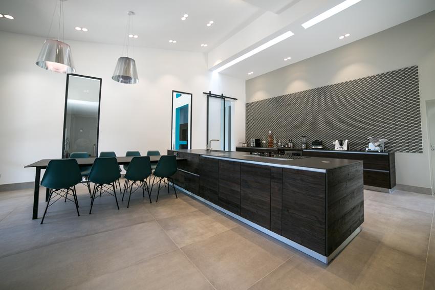 salle à manger cuisine bois foncé
