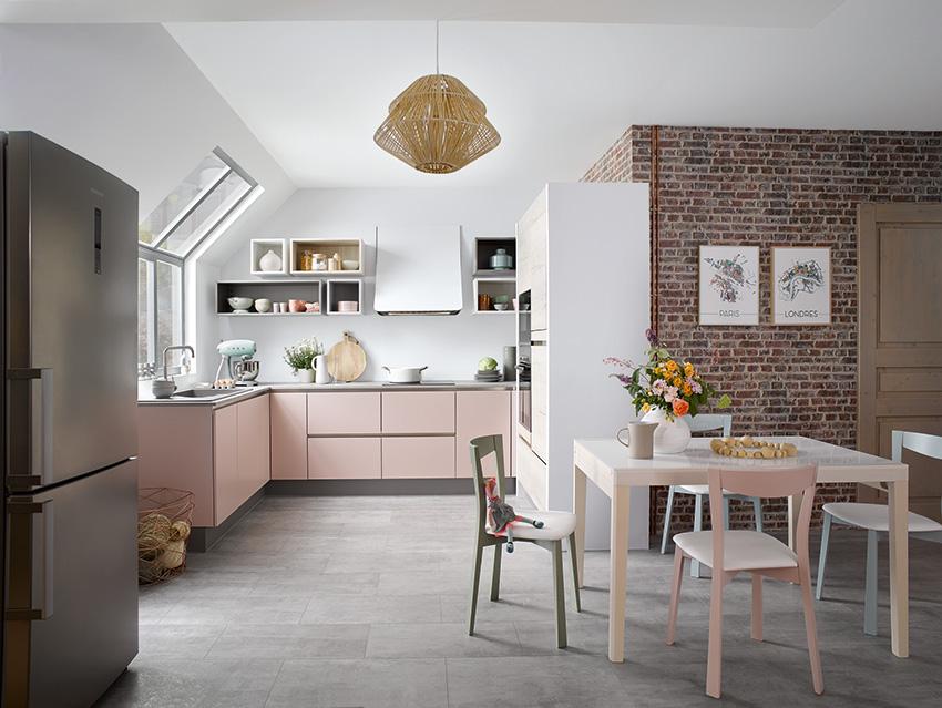 Cuisinella voit la vie en rose… dans la cuisine
