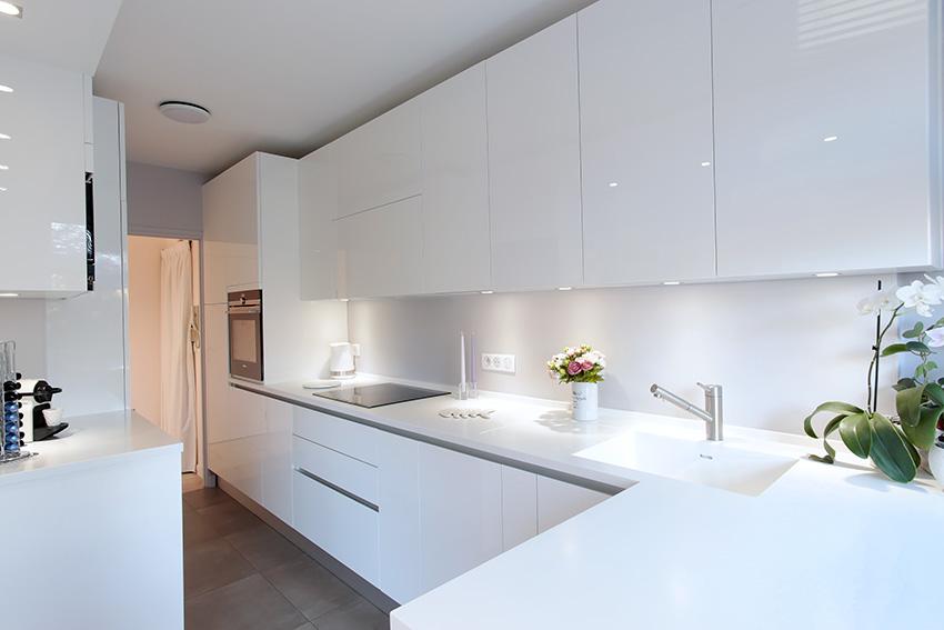 armony culinelle une mise en sc ne minimaliste. Black Bedroom Furniture Sets. Home Design Ideas