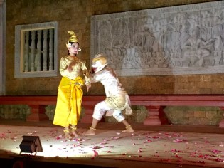Siem Reap–Raffles Hotel d'Angkor Golden Mermaid Dance