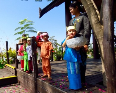 Inle Lake, Myanmar–Greeting Committee