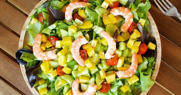 Salade de mangue, crevette, concombre et sa vinaigrette asiatique