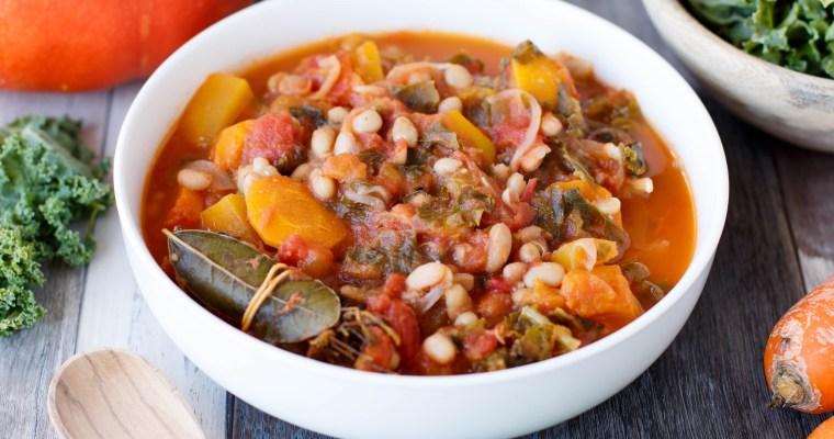 Mijoté de haricots blanc en sauce tomate, au potiron, chou kalé et carotte