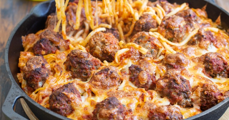 Gratin de linguine aux boulettes de viande en sauce tomate
