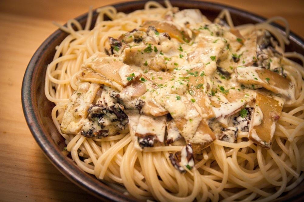 Spaghetti aux tomates séchées et lanières fumées