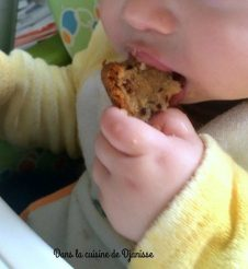 Vegan recipe : my 11th months old baby eating a yogurt cake