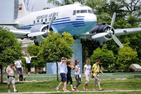 Tugu Monumen Pesawat RI-01