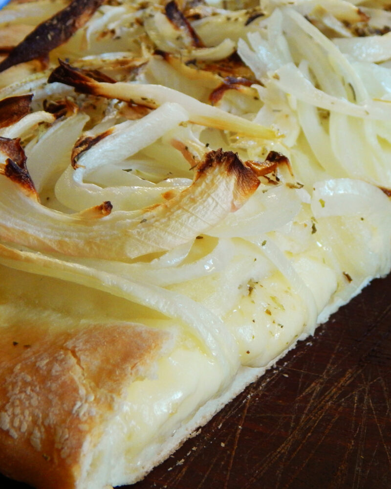 fugazzeta con queso fugazza pizza cebolla argentina