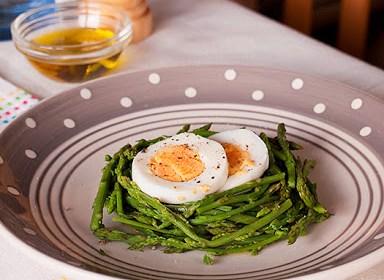 Šparoge i tvrdo kuhana jaja
