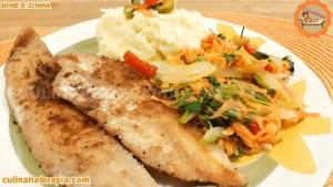 Filé de peixe sequinho com purê de batata e legumes refogados