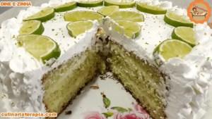 Bolo Gelado Molhadinho de Limão com Chantilly