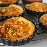 Light summer apricot tartlets - under 200 calories!