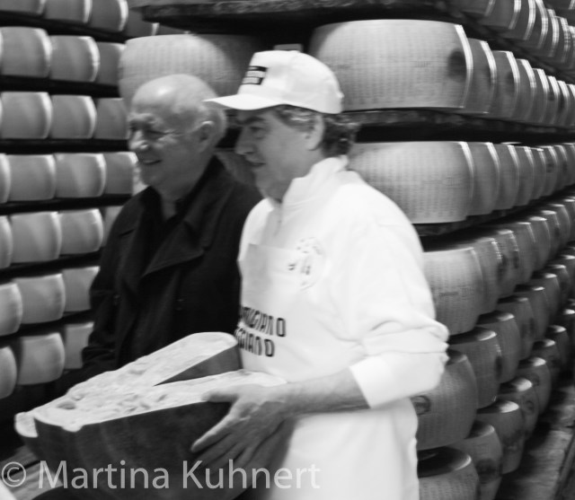foodie tour bologna, parma cheese factory