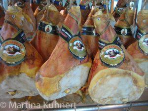 foodie tour bologna, parma ham factory