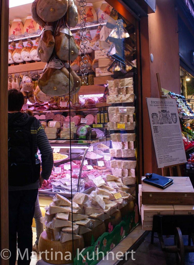 foodie tour bologna, bologneses food